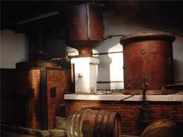 昔ながらのセガン家の蒸留器