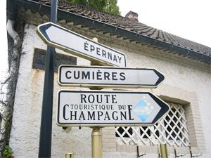 シャンパーニュへ行く途中の道路標識