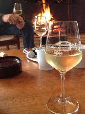 グラスとワイン